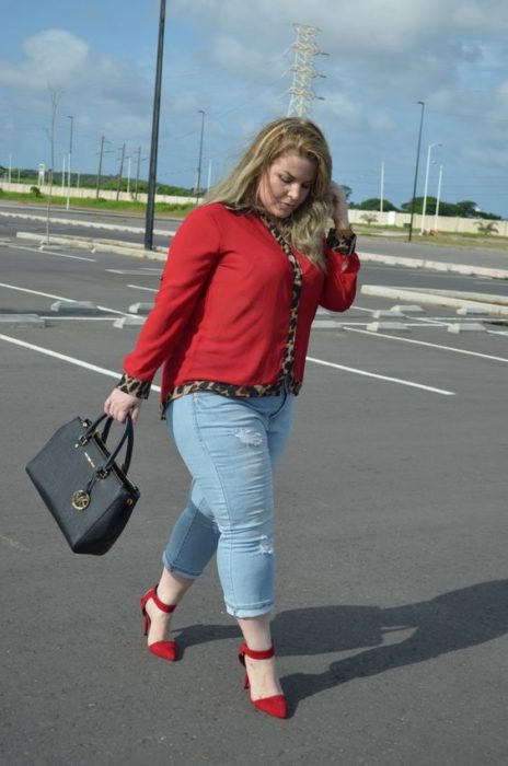 Curvy girl with jeans and blouse and red shoes