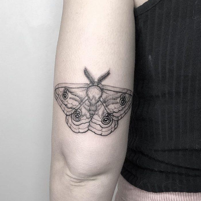 Tatuaje de ilusión óptico de una mariposa
