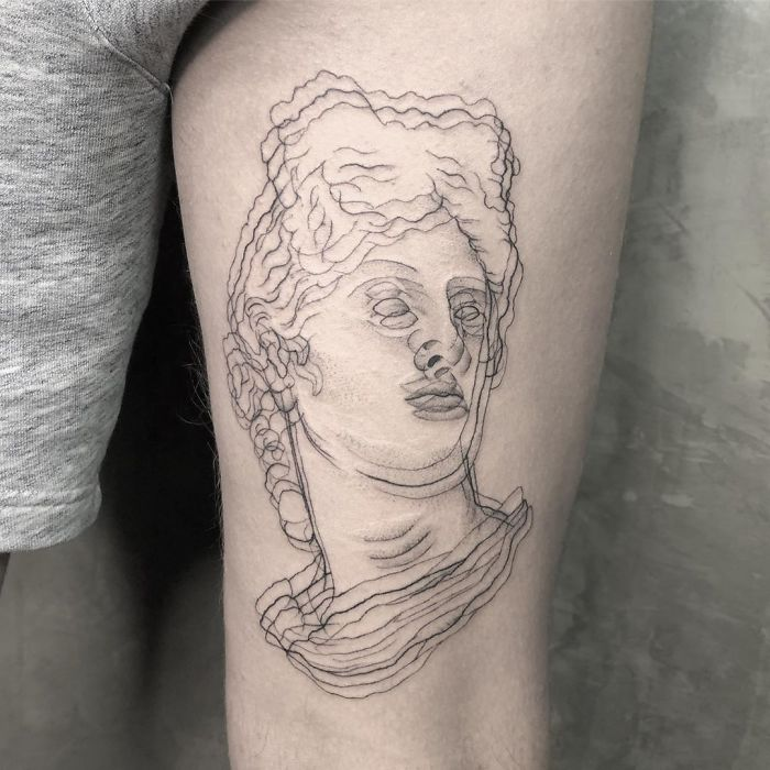 Tatuaje de ilusión óptico de la cbaeza de un griego