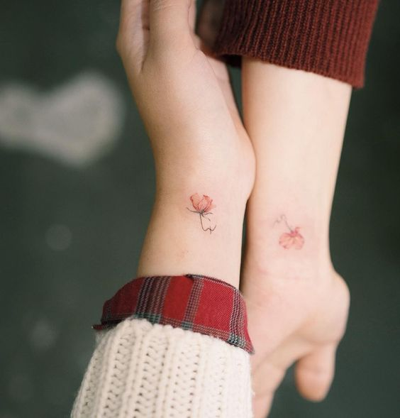 Tattoos to share with your best friend with tulip design and red tones