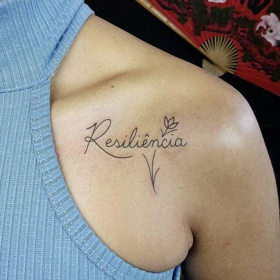 Tatuaje de Resiliencia en los hombros