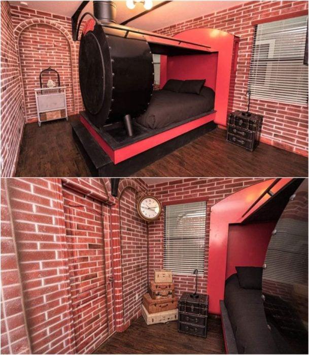Habitación decorada con papel tapiz de ladrillo y una cama en tonos negros en forma de expresso