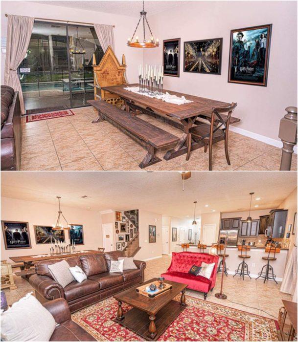 Habitació de casa decorada con un comedor largo de roble y papel tapiz en tonos claros