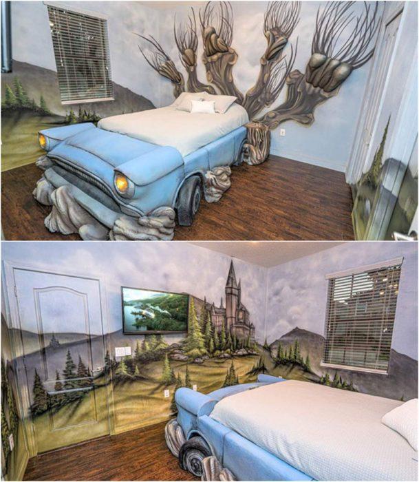 Recamara pintada con paredes azul cielo y paisajes de montañas, cono unacama en base de carro