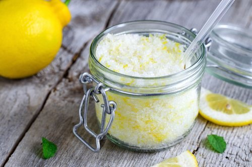 Lemon scrub with baking soda