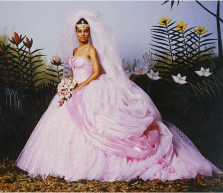 Shari Headley - Un príncipe en Nueva Yorkusando un vestido rosa