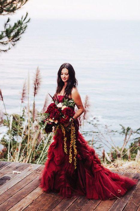 Loose hair bride in red wedding dress