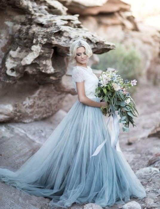 Novia con vestido con degradado azul