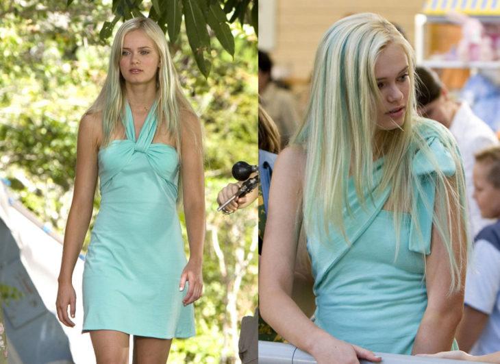Escena de la película Aquamarine. Chica usando un vestido de color azul que puede sujetarse de diferentes maneras