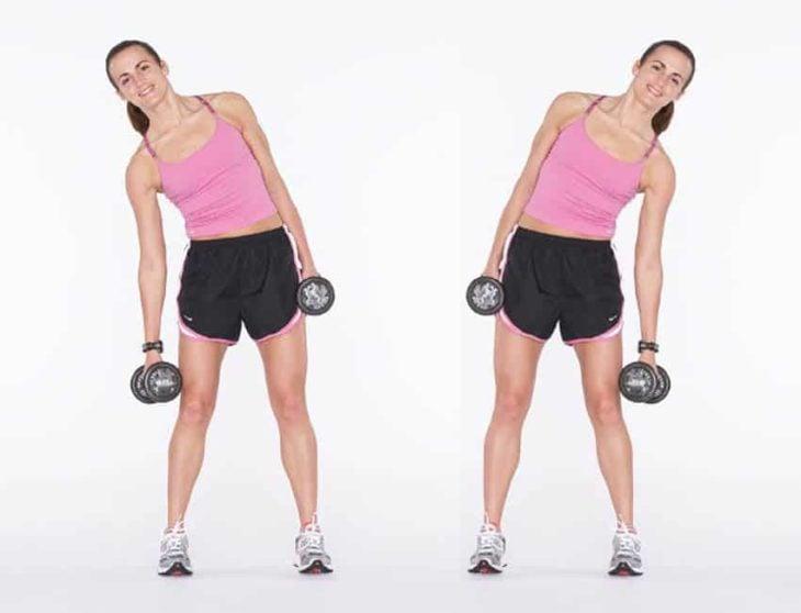 Mujer reealizando ejercicios laterales para cintura