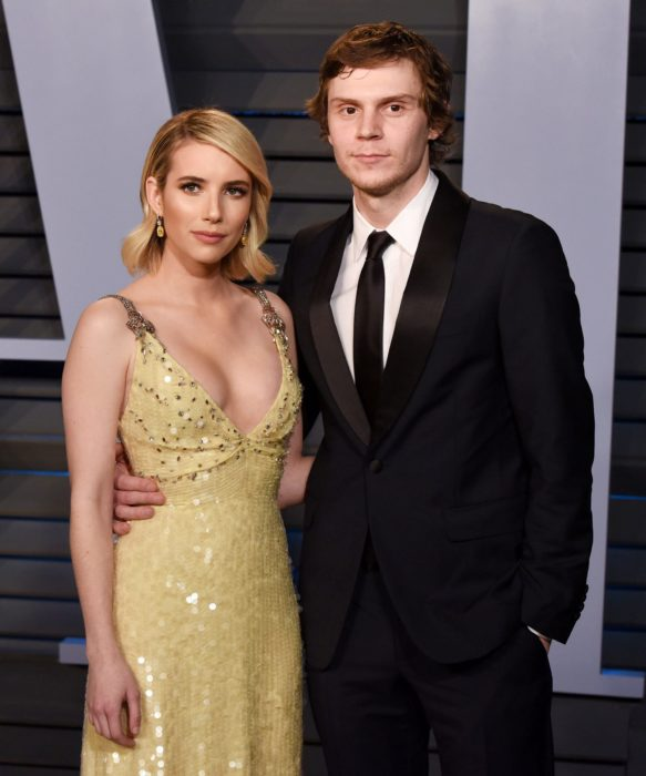 actriz emma roberts con su ex-novio evan peters