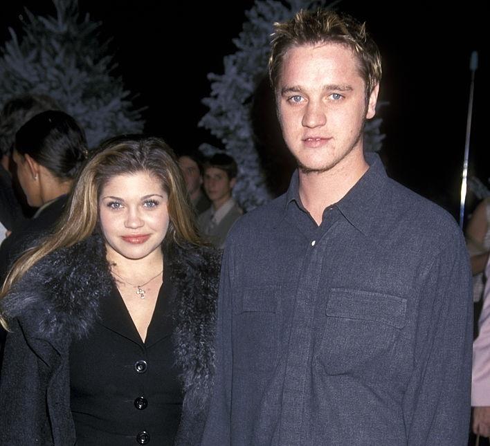 Danielle Fishel y Devon Sawa en al premiere de una película