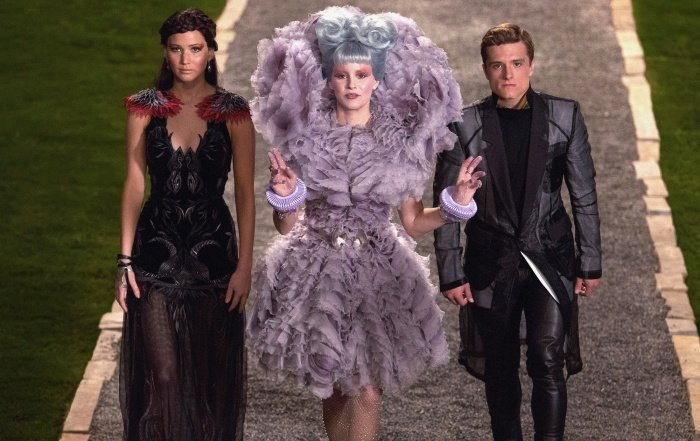 elizabeth banks como effie trinket en the hunger games