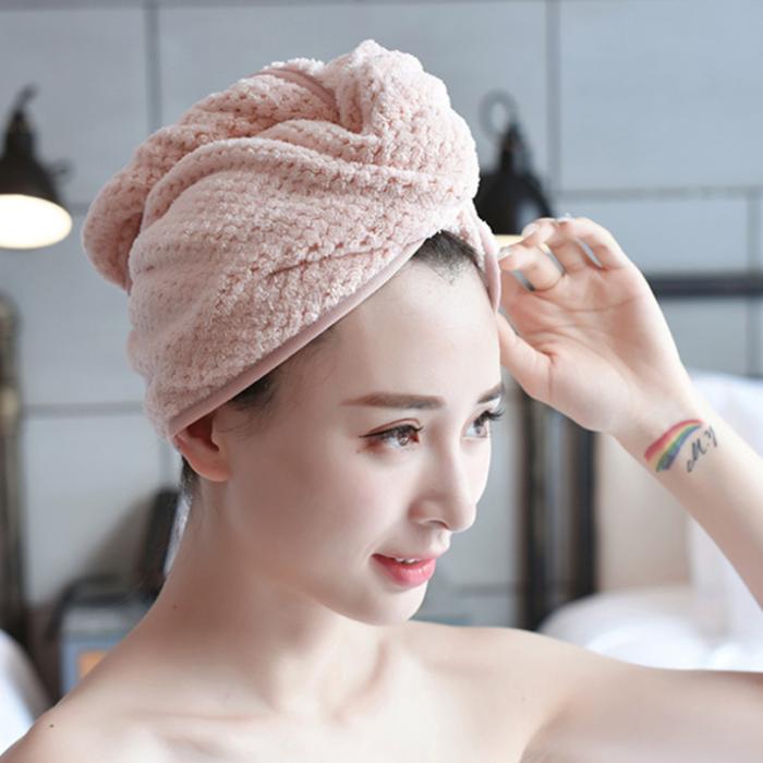 Chica con toalla en el cabello
