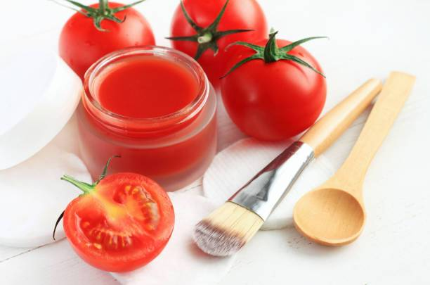 Tomato puree to prepare hydrating mask