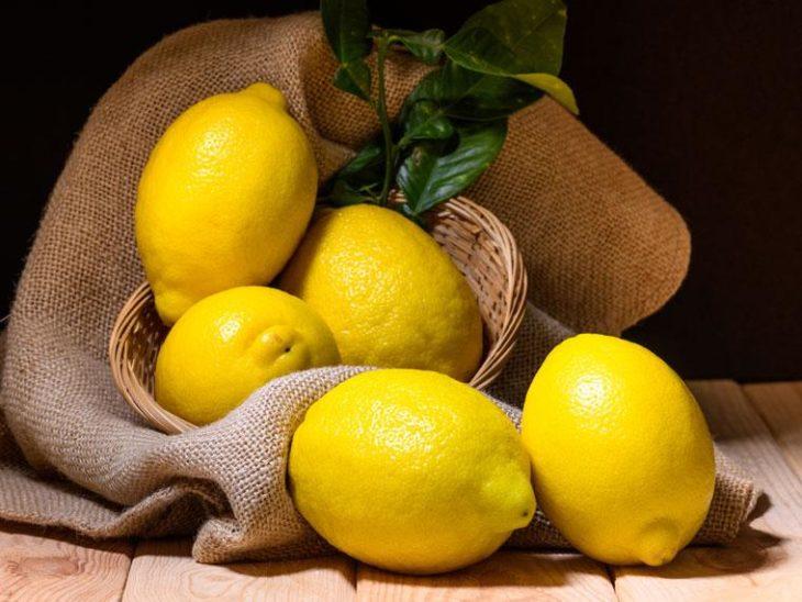 Limón amarillo para tónico facial