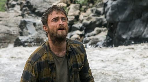 Daniel Radcliffe en la película La jungla perdido y cansado en la jungla