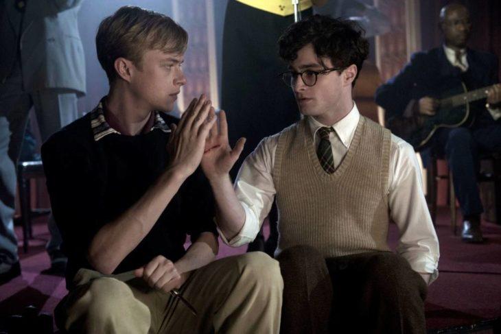 Daniel Radcliffe en la película Kill Your Darlings, vistiendo ropa de los años 60