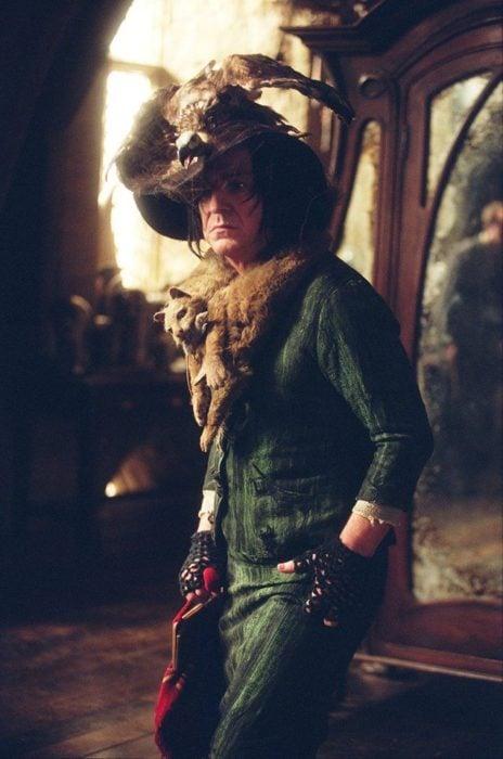 Escena de película de Harry Potter en la que aparece el profesor Snape con su atuendo de boggart