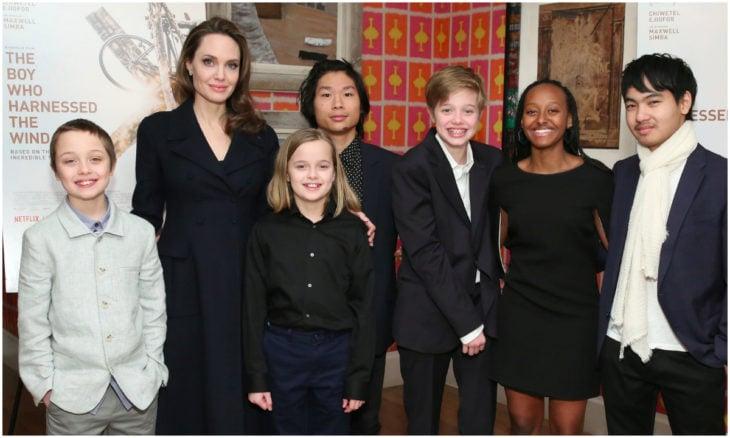 Angelina Jolie junto a sus seis hijos