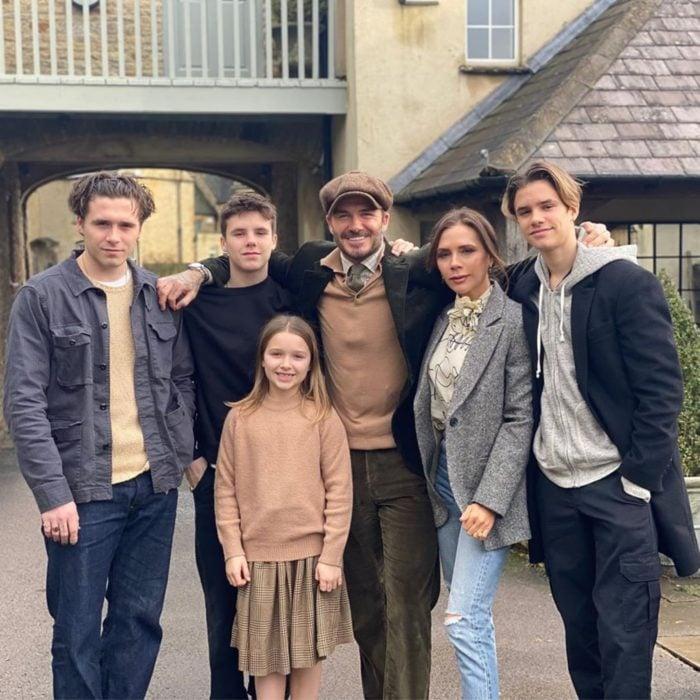Victoria y David Beckham junto a sus cuatro hijos
