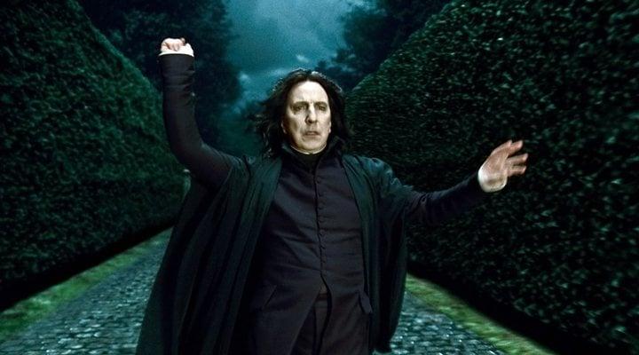 Escena de película de Harry Potter en la que aparece el profesor Snape llegando a la mansión de los Malfoy