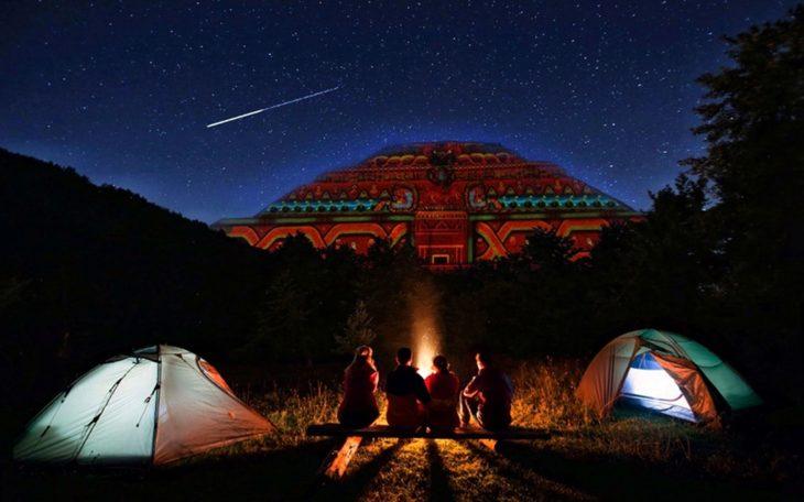 Acampada en noche de lluvia de estrellas