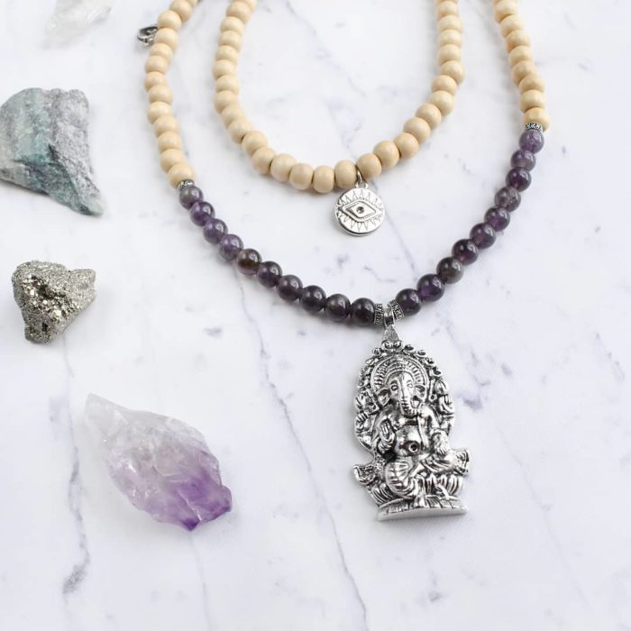 Collar con piedras amatista