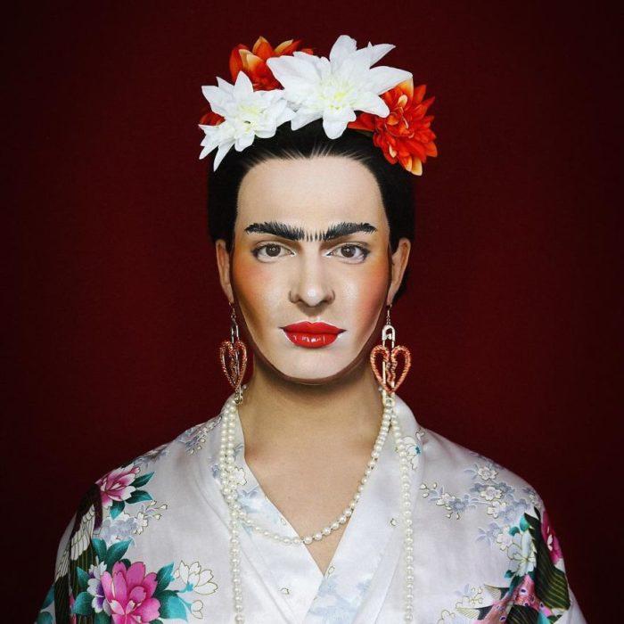 Alex Stone, maquillista, maquillado como Frida kahlo