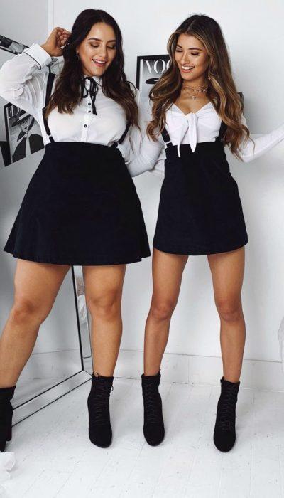 Amigas con outfit de blusa blanca con falda negra