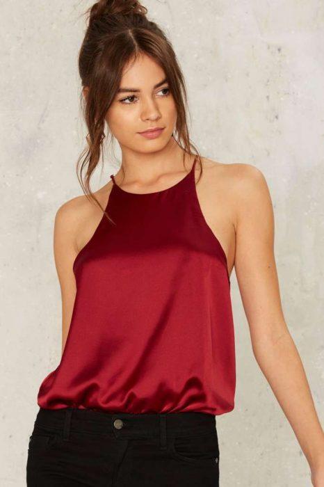 Blusa halter color rojo tipo seda