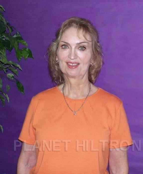 Madonna caracterizada como una mujer de edad avanzada