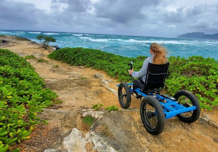 Chambry en su nueva silla de ruedas motorizada