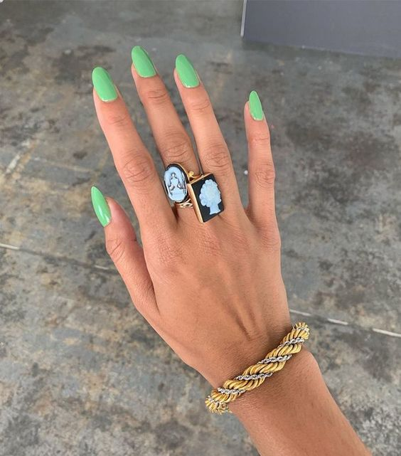5 nail colors that take away the bad mood and fill you with spirits 9