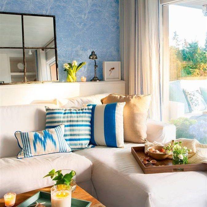 Sala de lectura en tonos blancos y azules