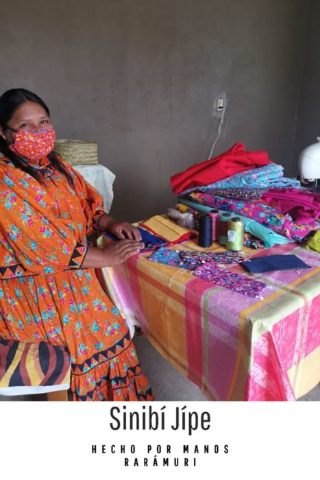 Cubrebocas hechos por mujeres rarámuris