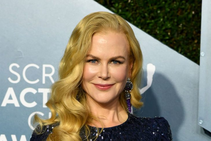 Nicole Kidmanposando para la alfombra roja de los premios Oscar 2020