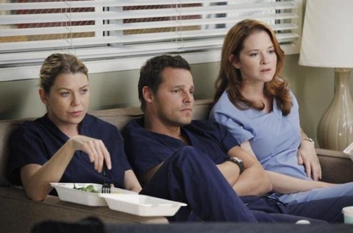 Escena de Anatomía de Grey, en la que aparecen Meredith, Alex y April