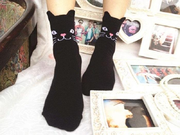 Calcetines color negro de gato con orejas