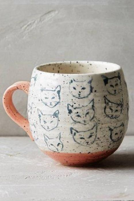Taza con caritas de gato pintadas