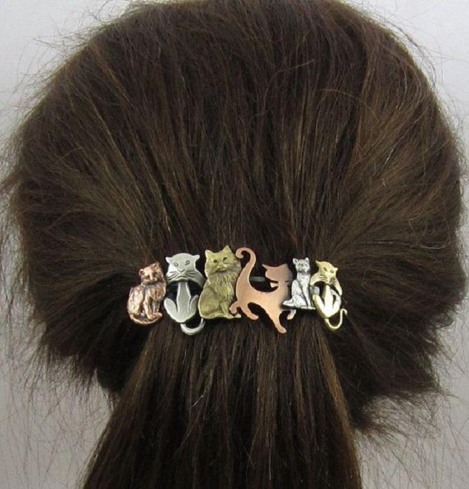 Broche para el cabello con figuritas de gatos