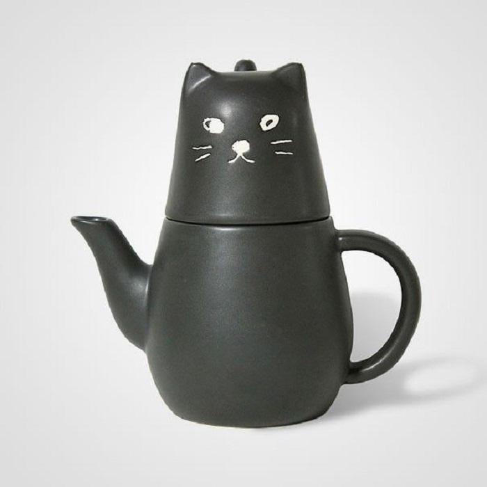 Tetera en forma de gato y de color negro
