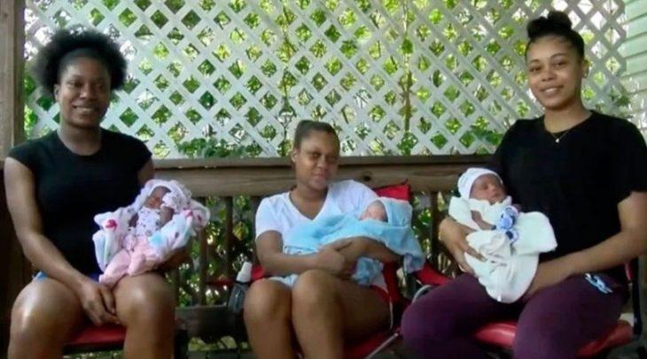 Dannesaha, Ariel y Ashley Williams hermanas de Ohio, Estados Unidos sosteniendo a sus bebés