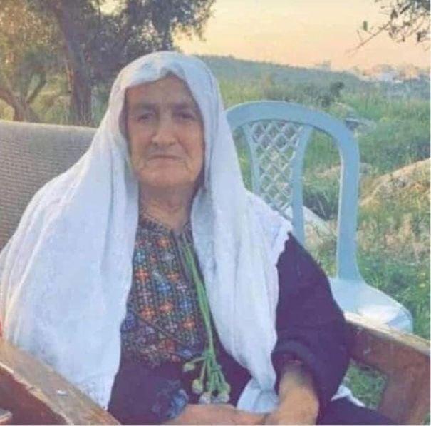Hombre en Palestina escala a ventana del hospital para ver a su mamá