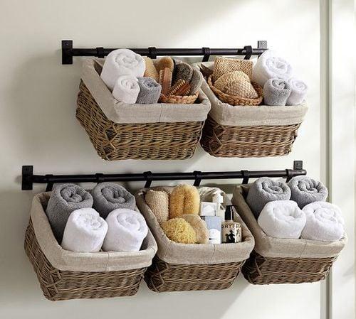 Organizador de toallas de baño con canastas de mimbre