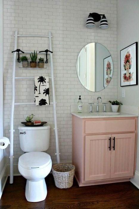 Mueble de baño color rosa