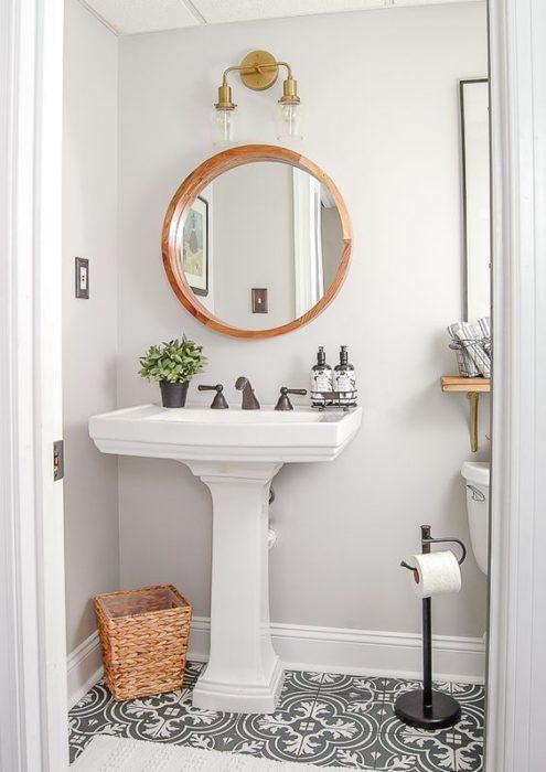 Espejo redondo de baño color dorado