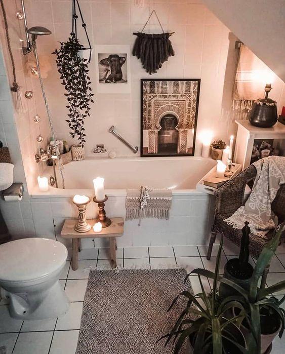 Tina de baño con velas encendidas