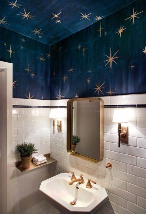 Decoración de pared con fondo azul de estrellas