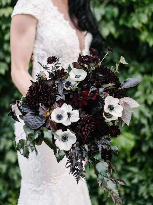 Ramos de flores para novia con flores blancas y negras